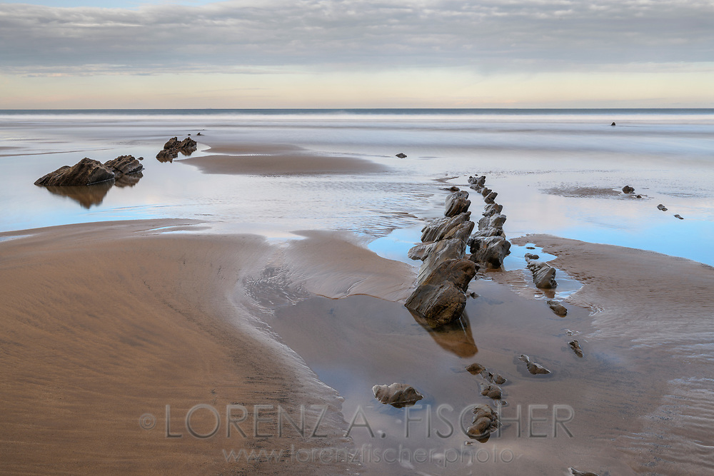 Rocks on the sandy beach, coast in the Basque Country, Spain<br /> <br /> Felsen am Sandstrand, Baskenland, Spanien