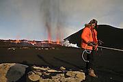 Ármann Höskuldsson eldfjallafræðingur / volcanologist at the crater in Fimmvörðuháls