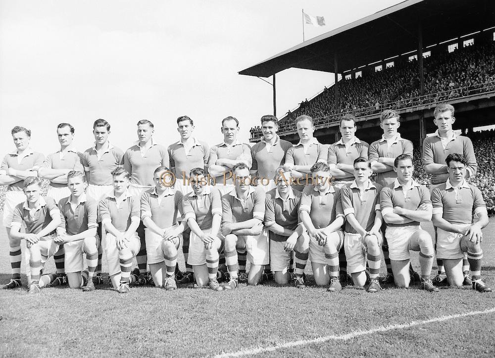 Neg No: .871/a1908-a1919...14081955AISFCSF...14.08.1955, 08.14.1955, 14th August 1955.All Ireland Senior Football Championship - Semi-Final..Kerry.2-10.Cavan.1-13. ..Caven Team.