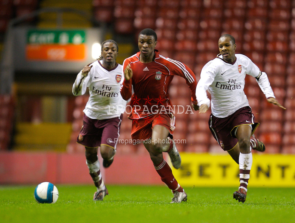 LIVERPOOL, ENGLAND - Tuesday, January 29, 2008: Liverpool's David Amoo and Arsenal's Paul Rodgers (L) and captain Gavin Hoyte (R) during the FA Youth Cup 4th Round match at Anfield. (Photo by David Rawcliffe/Propaganda)