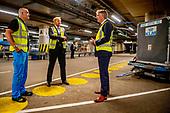 Koning bezoekt luchthaven Schiphol