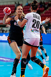 08-12-2019 JAP: Netherlands - Germany, Kumamoto<br /> First match Main Round Group1 at 24th IHF Women's Handball World Championship, Netherlands lost the first match against Germany with 23-25. / Kelly Dulfer #18 of Netherlands, Emily Bölk #20 of Germany