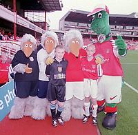 The Arsenal and Villa mascots meet Gunnersaurus and the Wombles. Arsenal v Aston Villa. FA Premiership, 14/10/00. Credit: Colorsport.