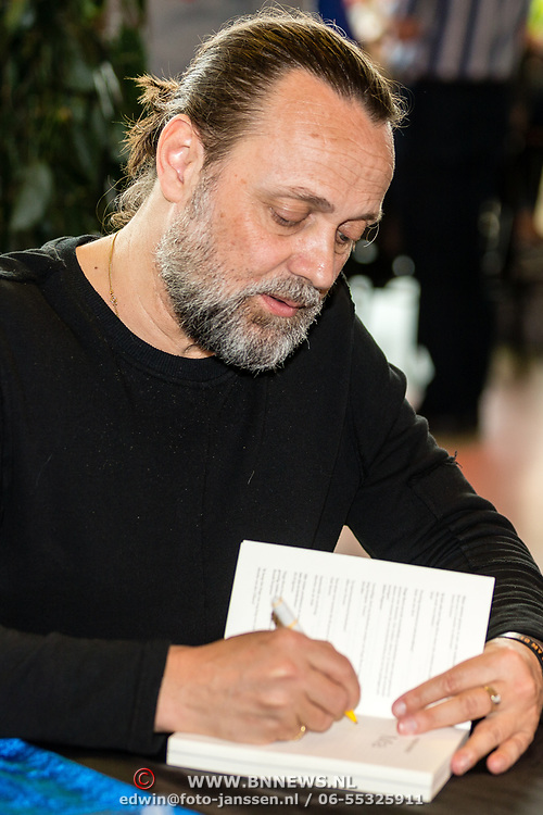 """NLD/Utrecht/20170513 - Boeklancering """"Ach, moedertje"""" geschreven door Hugo Borst, Hugo Borst"""