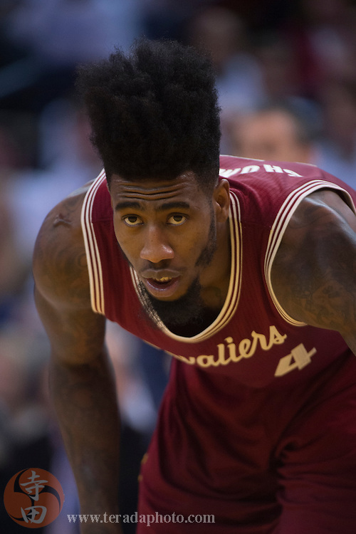 December 25, 2015; Oakland, CA, USA; Cleveland Cavaliers guard Iman Shumpert (4) during the third quarter in a NBA basketball game on Christmas against the Golden State Warriors at Oracle Arena. The Warriors defeated the Cavaliers 89-83.