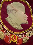 Lenin Portrait auf einer Flagge mit Hammer und Sichel im Staatsmuseum der Geschichte und Kultur der Bewohner des Nordens im Zentrum der Stadt Jakutsk. Jakutsk ist im Winter eine der kaeltesten Grossstaedte weltweit mit durchschnittlichen Winter Temperaturen von -40.9 Grad Celsius. Die Stadt ist nicht weit entfernt von Oimjakon, dem Kaeltepol der bewohnten Gebiete der Erde.<br /> <br /> Lenin portrait with hammer and sickle on a flag at the United Yakutsk State Museum of History and Culture of People of the North. The museum showcases expositions on the regions nature, animal and plant life of taiga, forest-tundra, tundra and the Arctic zone of the republic, as well as the history of Yakutia from Palaeolith to present times and of the Soviet period.