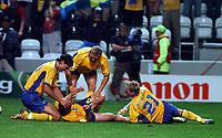 Fotball<br /> Euro 2004<br /> Portugal<br /> 22. juni 2004<br /> Foto: Fotosports/Digitalsport<br /> NORWAY ONLY<br /> Gruppe C<br /> Sverige v Danmark 2-2<br /> Zlatan Ibrahimovic, Mathias Allbäck og Christian Wilhelmsson jubler sammen med målscorer Mathias Jonson etter at Sverige har utlignet til 2-2