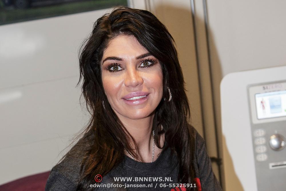 NLD/Apeldoorn/20150119 - Melisa van der Meyde - Schaufeli opent een Size Zero vestiging,