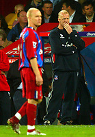 Fotball<br /> Premier League England 2004/2005<br /> Foto: BPI/Digitalsport<br /> NORWAY ONLY<br /> <br /> Crystal Palace v Fulham<br /> <br /> FA Barclays Premiership. 04/10/2004.<br /> <br /> Iain Dowie, the Crystal Palace manager ponders his goal scoring hero, Andy Johnson