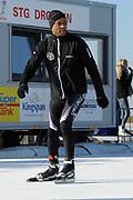 DE HOLLANDSE100 by LYMPH & CO op FlevOnice te Biddinghuizen. Een duatlon bestaande uit twee onderdelen: schaatsen en fietsen. Het evenement wordt georganiseerd om geld op te halen voor Lymph&Co dat zich inzet tegen lymfklierkanker.<br /> <br /> Op de foto:  Humberto Tan
