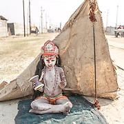Allahabad 2007 01 30 Kumbh Mela <br /> Litet barn utklädd som guden Shiva<br /> <br /> ----<br /> FOTO : JOACHIM NYWALL KOD 0708840825_1<br /> COPYRIGHT JOACHIM NYWALL<br /> <br /> ***BETALBILD***<br /> Redovisas till <br /> NYWALL MEDIA AB<br /> Strandgatan 30<br /> 461 31 Trollhättan<br /> Prislista enl BLF , om inget annat avtalas.