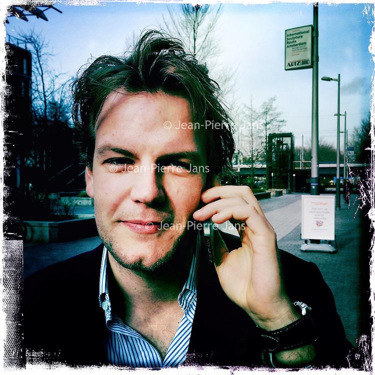 Nederland, Amsterdam , 6 februari 2014.<br /> GSM loze vrijdag.<br /> Uiteraard is een GSM een erg handig medium, maar kunnen we nog zonder? Onze GSM heeft onze dagelijkse leefwereld overgenomen. Het wordt tijd dat we eens stilstaan bij die constante bereikbaarheid en die dure toestellen met nog duurdere gesprekskosten een dagje naast ons neerleggen<br /> Op de foto: Finn van Leeuwen<br /> Foto gemaakt met Iphone5. fotoprogramma: Hipstamatic: Lens John S. Film Kodot XGrizzled.<br /> Foto:Jean-Pierre Jans