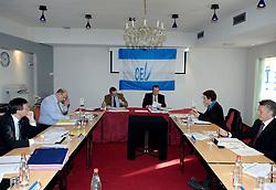 09-12-2006 VOLLEYBAL: CEV OP BEZOEK IN NEDERLAND: ROTTERDAM<br /> De board of Executive Committee CEV waren uitgenodigd door Rotterdam, Rotterdam Topsport en de NeVoBo voor de uitleg van O[peration Restore Confidence / Aleksandar Boricic,  Jan Hronek, Philip Berben, Andre Meyer, Riet Ooms en Renato Arena<br /> ©2006-WWW.FOTOHOOGENDOORN.NL