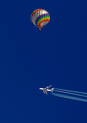 12.02.2015, Zell am See - Kaprun, AUT, BalloonAlps, im Bild Ein Flugzeug quert die Fahrt eines Heissluftballones // BalloonAlps, The Alps Crossing Event balloonalps is Austria' s international Winter balloon week in front of the backdrop of the Hohe Tauern, Zell am See Kaprun on 2015/02/12, . EXPA Pictures © 2015, PhotoCredit: EXPA/ JFK