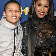 NLD/Amsterdams/20190326 - Filmpremiere Dumbo, Glennis Grace met zoon Anthony