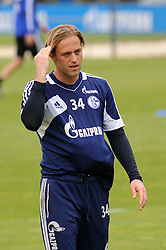 24.04.2014, Veltins Arena, Gelsenkirchen, GER, 1. FBL, Training Schalke 04, im Bild Torhueter Timo Hildebrand ( Schalke 04 ) wirkt nachdenklich. // during a Trainingsession of German Bundesliga Club Schalke 04 at the Veltins Arena in Gelsenkirchen, Germany on 2014/04/24. EXPA Pictures © 2014, PhotoCredit: EXPA/ Eibner-Pressefoto/ Thienel<br /> <br /> *****ATTENTION - OUT of GER*****