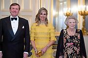 Officieel bezoek Jordanie aan Nederland - Dag 1<br /> <br /> Officiele foto voorafgaand aan het staatsdiner <br /> <br /> Official visit Jordan to the Netherlands - Day 1<br /> <br /> Official photo prior to the state dinner<br /> <br /> Op de foto / On the photo: <br /> <br />  Koning Willem-Alexander, koningin Maxima, prinses Beatrix<br /> <br /> King Willem-Alexander, Queen Maxima, Princess Beatrix