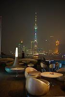 Chine, Shanghai, le Bar Rouge, Bund 18, vue sur Pudong //  China, Shanghai, the Bar Rouge, 18 Bund