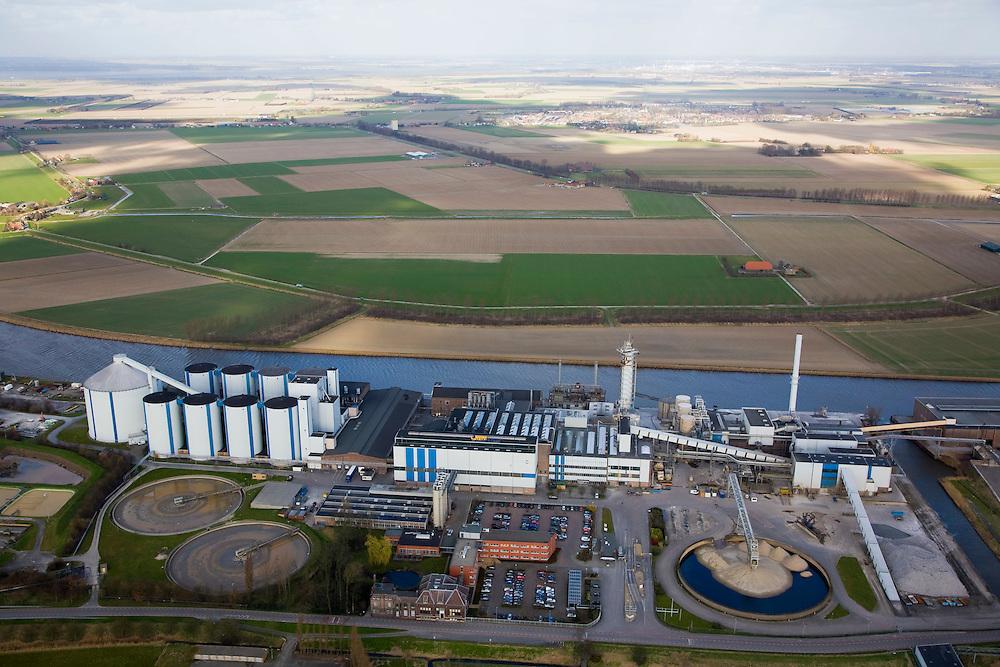 Nederland, Noord-Brabant, Dinteloord, 04-03-2008; SuikerUnie suikerfabriek in Stampersgat aan het water van de Dintel; gelegen in het weidse Brabantse akkerbouwgebied, leverancier van de bieten; silo, silo's, bieten, suiker, zoetstof, suikerbiet, biet, silo, silo's, bieten, suiker, zoetstof, suikerbiet, biet; SuikerUnie - Sugar Union; sugar plant or sugar factory in Stampersgat; located in the Brabant area, supplier of the sugerbeets; silo, silos, beets, sugar, sweetener, sugar beet, sugar factory.    .luchtfoto (toeslag); aerial photo (additional fee required); .foto Siebe Swart / photo Siebe Swart