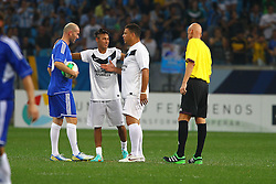 Zidane, Neymar e Ronaldo durante a 10ª edição do Jogo Contra a Pobreza - Match Against Poverty, na Arena do Grêmio, em Porto Alegre. FOTO: Lucas Uebel/Preview.com