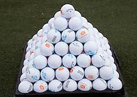 SPIJK - GOLF - piramide met oefenballen van Callaway, KLM opdruk. FOTO KOEN SUYK
