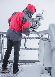 THEMENBILD - Norbert Daxbacher (Observatoriums Techniker) beim Strahlungsmesser am Sonnblick Observatorium, aufgenommen am 20. November 2018, Rauris, Österreich // Norbert Daxbacher (observatory technician) at the radiation meter at the Observatory Sonnblick on 2018/11/20, Rauris, Austria. EXPA Pictures © 2018, PhotoCredit: EXPA/ JFK