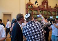 DEU, Deutschland, Germany, Werder, 30.08.2019: Björn Höcke, AfD-Fraktionsvorsitzender in Thüringen, posiert für ein Selfie mit einem jungen Mann mit einer Kippa auf dem Kopf (Juden in der AfD) bei der Wahlparty der Partei Alternative für Deutschland (AfD) auf der Bismarckhöhe in Werder/Havel.