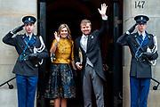 Koning Willem-Alexander en koningin Maxima komen aan bij het Koninklijk Paleis voor de traditionele nieuwjaarsontvangst voor  Corps Diplomatique en internationale organisaties. <br /> <br /> King Willem-Alexander and Queen Maxima arrive at the Royal Palace for the traditional New Year's reception for Corps Diplomatique and international organizations.