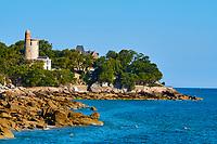 France, Vendée (85), Noirmoutier, le bord de mer au Bois de la Chaise, la Tour Plantier  // France, Vendée, Noirmoutier, Dames beach at Bois de la Chaise