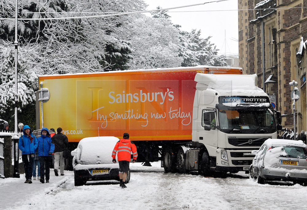 © Licensed to London News Pictures. 18/01/2013. Bristol, UK. A lorry gets stuck on University Road as heavy snow disrupts traffic in Bristol. 18 January 2013..Photo credit : Simon Chapman/LNP