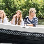 NLD/Warmond//20170707 - Koninklijke fotoshoot zomer 2017, Koningin Maxima met de prinsessen  Alexia en Ariane