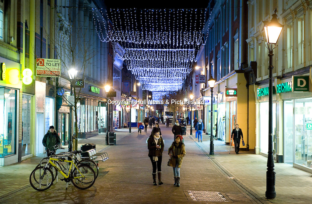 19 November 2013: Christmas lights, Hull, East Yorkshire.<br /> Whitefriargate.<br /> Picture: Sean Spencer/Hull News & Pictures Ltd<br /> 01482 772651/07976 433960<br /> www.hullnews.co.uk   sean@hullnews.co.uk