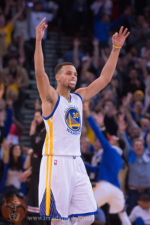 November 20, 2015; Oakland, CA, USA; Golden State Warriors guard Stephen Curry (30) celebrates during the fourth quarter against the Chicago Bulls at Oracle Arena. The Warriors defeated the Bulls 106-94.