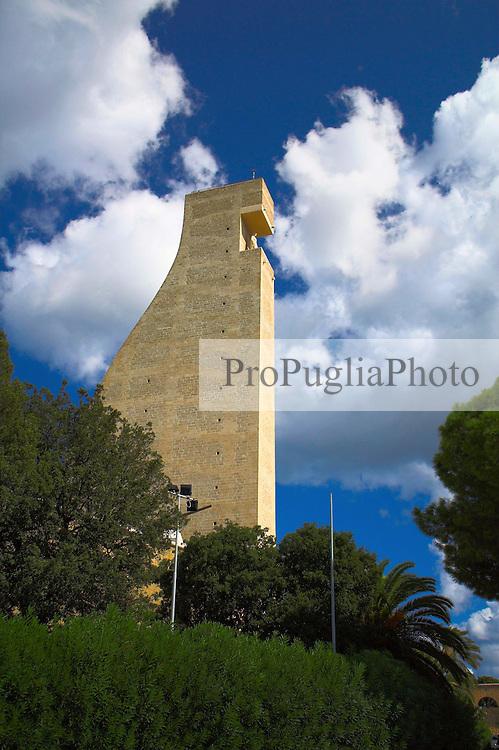 Monumento al marinaio, eretto nel porto di Brindisi in onore e in ricordo dei caduti in mare durante i conflitti mondiali.