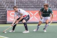 AMSTELVEEN - Mirco Pruyser (Amsterdam) met regenboog  aanvoerdersband   met Thijs van Dam (Rotterdam) tijdens de competitie hoofdklasse hockeywedstrijd heren, Amsterdam -Rotterdam (2-0) .  COPYRIGHT KOEN SUYK