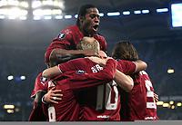 Fotball<br /> UEFA Cup<br /> 15.12.2005<br /> Foto: Witters/Digitalsport<br /> NORWAY ONLY<br /> <br /> Jubel zum 1:0 fuer den HSV v.l. Raphael Wicky, Emile Mpenza, Torschuetze Sergej Barbarez, Daniel van Buyten <br /> UEFA Cup Hamburger SV - Slavia Praha