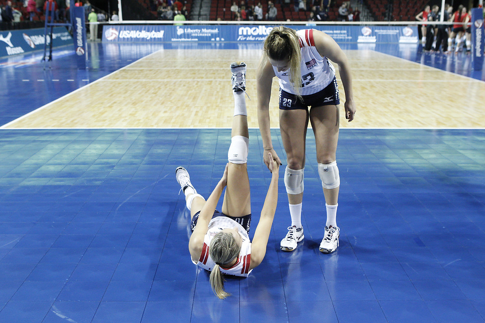 Jordan Larson (left) and Kelsey Robinson congratulate each other following USA Volleyball's 3-0 win over Canada at Pinnacle Bank Arena in Lincoln, Neb., on Jan. 7, 2016. Photo by Aaron Babcock, Hail Varsity