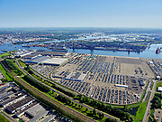 Nederland, Noord-Holland, Amsterdam, 02-09-2020; Westpoort, Westhaven, Koopman Car Terminal. Hornweg met spoorlijn naar Zaandam, Hemspoortunnel.<br /> Western harbour area, Port  of Amsterdam, Koopman Car Terminal.<br /> <br /> luchtfoto (toeslag op standard tarieven);<br /> aerial photo (additional fee required);<br /> copyright foto/photo Siebe Swart