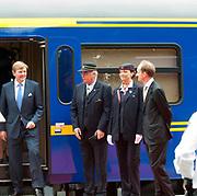 Zijne Majesteit Koning Willem Alexander en Hare Majesteit Koningin Máxima bezoeken de provincie Noord-Brabant <br /> <br /> His Majesty King Willem Alexander and Máxima Her Majesty Queen visits the province of Noord-Brabant<br /> <br /> Op de foto / On the photo:   Vertrek Koninklijke trein naar Oisterwijk<br /> <br /> Royal train departure to Oisterwijk