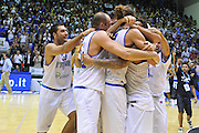 Cagliari, 21/08/2012<br /> Basket, Eurobasket 2013 Qualifying Round<br /> Italia - Turchia<br /> Nella foto: Pietro Aradori Marco Cusin Luigi Datome esultanza team<br /> Foto Ciamillo