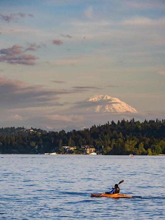 United States, Washington, Bellevue, kayaker on Lake Washington and Mount Rainier