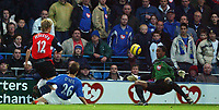 Fotball<br /> England 2004/22005<br /> Foto: SBI/Digitalsport<br /> NORWAY ONLY<br /> <br /> Portsmouth v Blackburn Rovers<br /> 15/1/2005<br /> Barclays Premiership<br /> <br /> Portsmouth's keeper Shaka Hislop cant save from Blackburn's Morten Gamst Pedersen. This is the first goal.