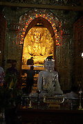 Myanmar, Mandalay, Mahamuni, Golden Buddhist temple