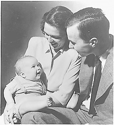 New Haven, Connecticut - Undated file photo -- George H. W. and Barbara Bush with their first born child George W. Bush, while Bush, Senior was a student at Yale, circa1947.<br /> Credit: White House via CNPPhoto by White House via CNP/ABACAPRESS.COM  | 346779_058 Etats-Unis United States