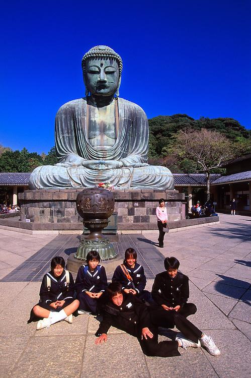 Japanese school children, Daibutsu (The Great Buddha), Kotoku-in, Nase, Kamakura, Japan