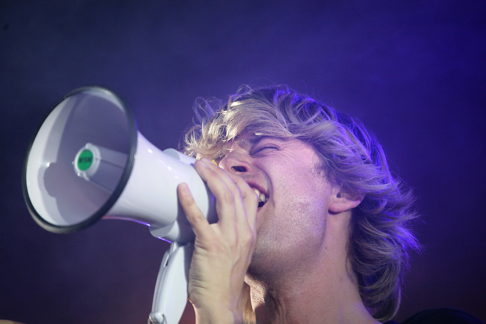 Performance of Dutch jazz/ pop musician Wouter Hamel.