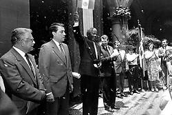 Dec. 5, 2013 - Mexico - G05121326. JPG.M...XICO, D.F. Leader/ Líder-Mandela.- El líder contra la segregación racial en Sudáfrica y primer presidente negro de ese país, Nelson Mandela, quien falleció hoy jueves a los 95 años de edad, visitó México en julio de 1991, donde recibió las Llaves de la Ciudad, que le fueron entregadas por el aquél entonces regente del Distrito Federal, Manuel Camacho Solís. Foto: Archivo Agencia EL UNIVERSAL/ RML  (Credit Image: © El Universal/ZUMAPRESS.com)