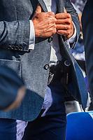 Sokolka, woj. podlaskie, 21.09.2020. Szeregowy posel PiS Jaroslaw Zielinski, ktory byl wiceministrem MSWiA do 11.2019 roku, nadal wozi sie jak minister. Do Sokolki na odsloniecie Pomnika Ofiar Oblawy Augustowskiej przyjechal rzadowa limuzyna BMW serii 7 z kierowca i ochroniarzem, ktory nie odstepowal go na krok. Ten sam ochroniarz chronil go rowniez wtedy, kiedy pelnil funkcje wiceministra MSWiA N/z tajemniczy sprzet pod marynarka ochroniarza fot Michal Kosc / AGENCJA WSCHOD