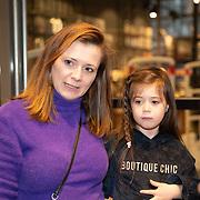NLD/Amstelveen/20181109- Boekpresentatie Jim Bakkum 'Dadoe en zijn vriendjes' , Celine Purcell en dochter Milly Olivia