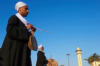 "Egypte, Haute Egypte, vallée du Nil, Louxor, demonstration deTahtib, art martial ou art du baton egyptien // Egypt, Nile Valley, Luxor, Tahtib demonstration, traditional form of Egyptian folk dance involving a wooden stick, also known as ""stick dance"" or ""cane dance"""